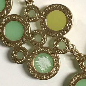 Jewelry - Yellow and green gold tone statement necklace